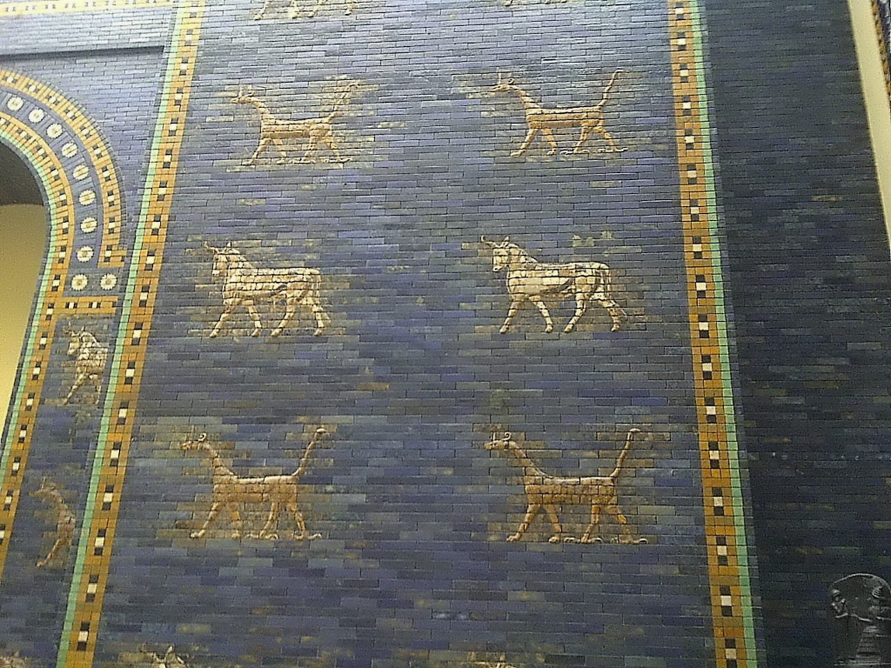 Ishtar Gate, aurochs and mushussu dragons