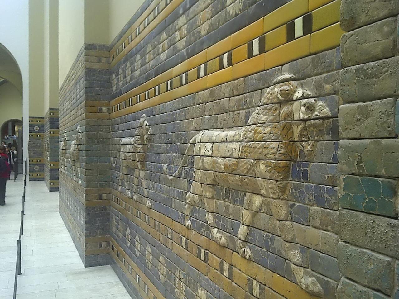 Ishtar Gate, procession street, right view